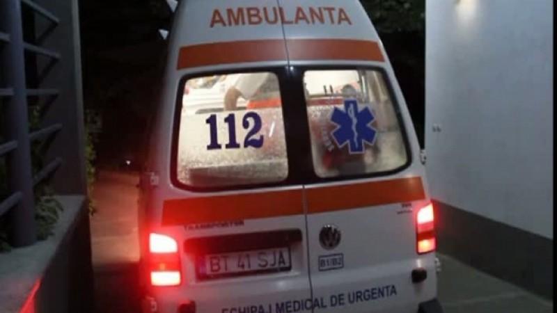 Botoşănean internat în spital, după ce a căzut din podul casei
