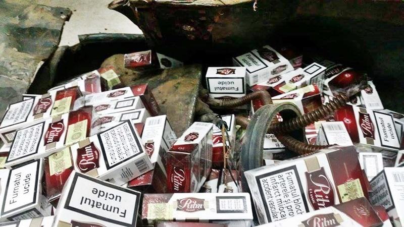 Botoşănean prins cu ţigări ascunse în pereţii unui microbuz cu număr de Germania!