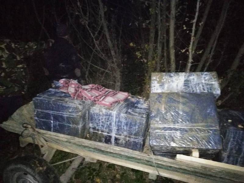 Botoșănean reținut de polițiștii de frontieră: Avea în căruță 5.000 de pachete de țigări, în valoare de 60.000 de lei! FOTO