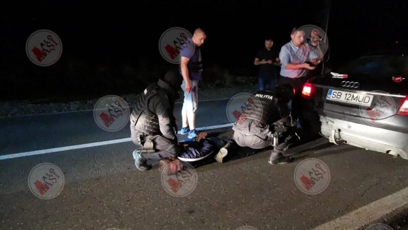 Botoșănean reținut după ce a înjunghiat de mai multe ori o tânără, într-un autoturism