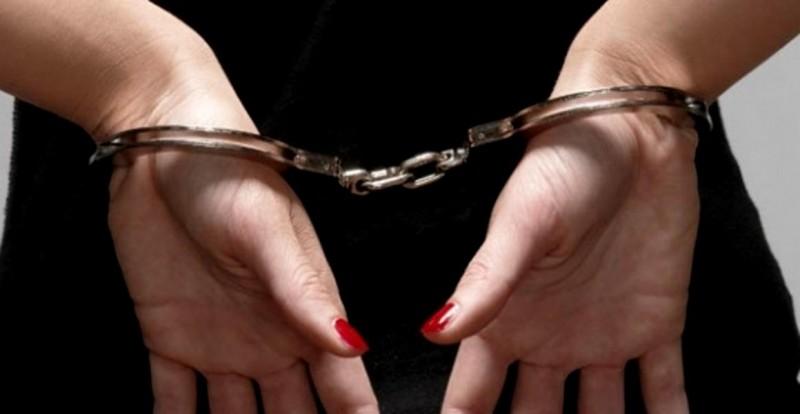 Botoșăneancă de 25 de ani, încătușată și escortată la Penitenciarul Botoșani!