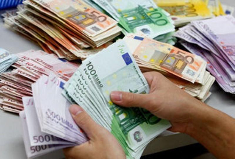 Botoșăneancă înșelată cu 450 de euro la o casă de schimb valutar!