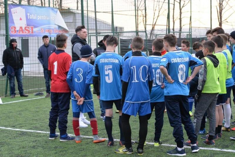 Botosaneanul Andrei Burlacu a fost Mos Craciun pentru juniorii Clubului Sportiv Scolar Botosani