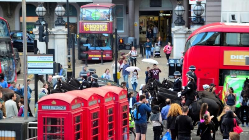 Botoşăneanul din inima Londrei: Va ajuta 12 români care ajung în capitala Marii Britanii