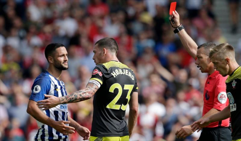 """Botoșăneanul Florin Andone, """"persona non grata"""" în Anglia după un fault dur în meciul cu Southampton"""