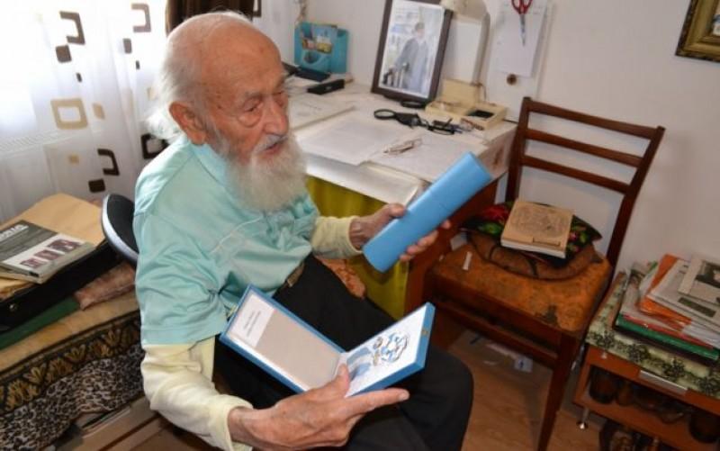 Botoşăneanul Nicolae Tomaziu, ultimul supravieţuitor al lagărului de muncă de la Canalul Morţii: are 100 de ani, s-a retras la o mănăstire şi îşi scrie memoriile