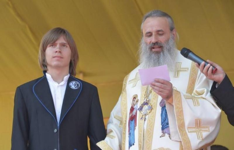 """Botoșăneanul Ștefan Bălăucă a primit cea mai înaltă distincție a Mitropoliei Moldovei și Bucuvinei, """"Crucea Moldavă"""" pentru mireni!"""