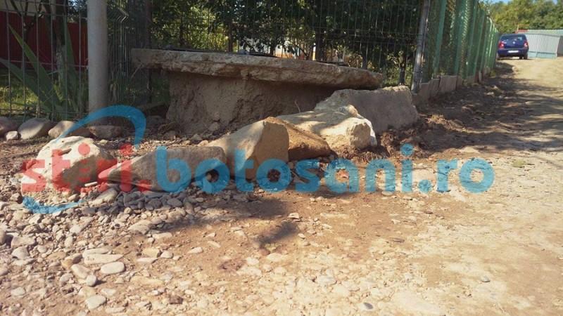 Botoşăneni captivi în propriile curţi! Drumuri impracticabile şi canalizări inutile la marginea municipiului FOTO- VIDEO