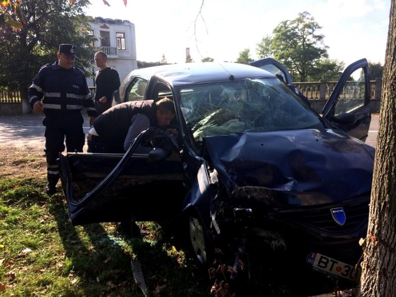 Botoșăneni implicați într-un ACCIDENT GRAV la Suceava! O persoana a rămas încarcerată! FOTO