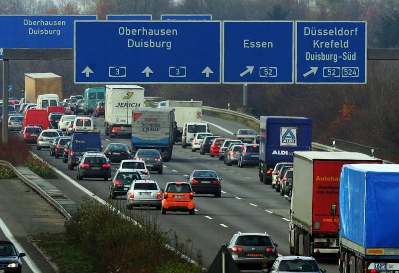 Botoşăneni obligaţi de instanţe să-şi plătească amenzile de circulaţie căpătate în Europa