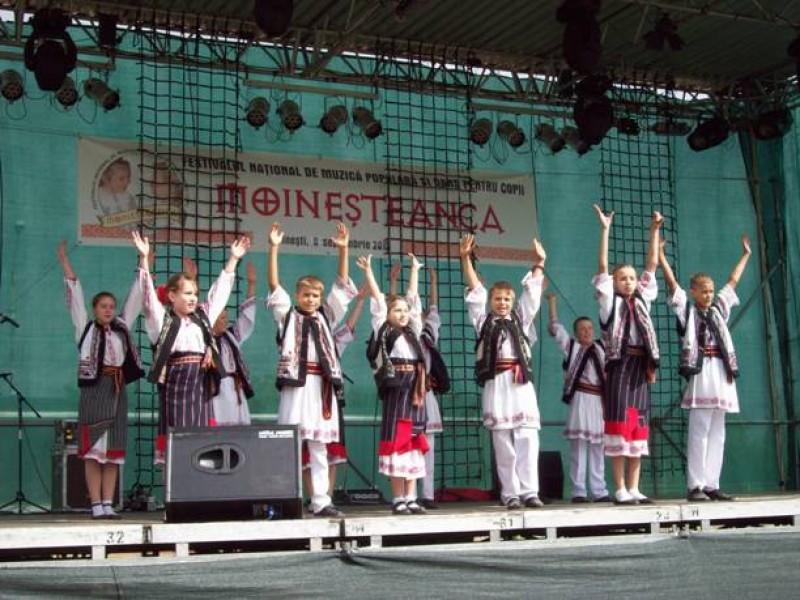 Botoşăneni pe podiumul Festivalului Moineşteanca!