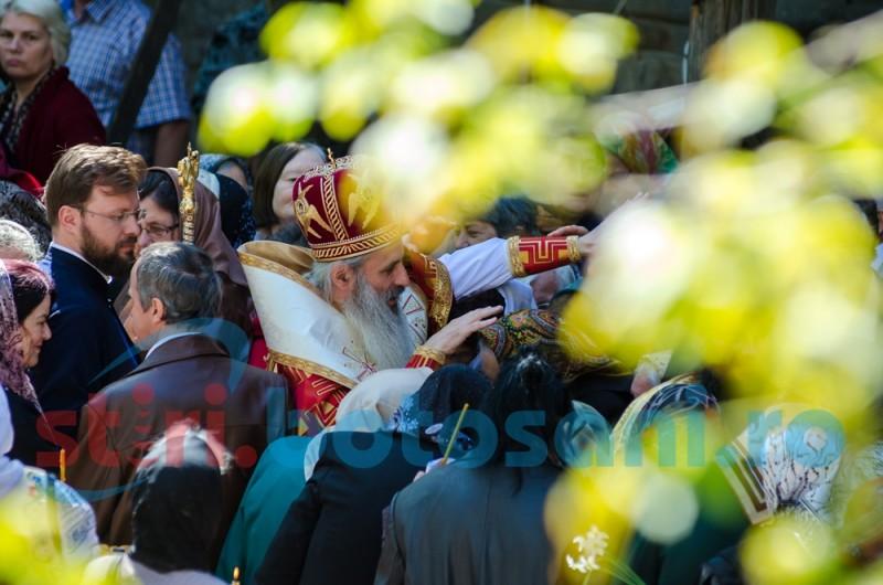 Botoșănenii au participat la Sfânta Liturghie oficiată de Mitropolitul Teofan de Ziua Orașului! FOTO