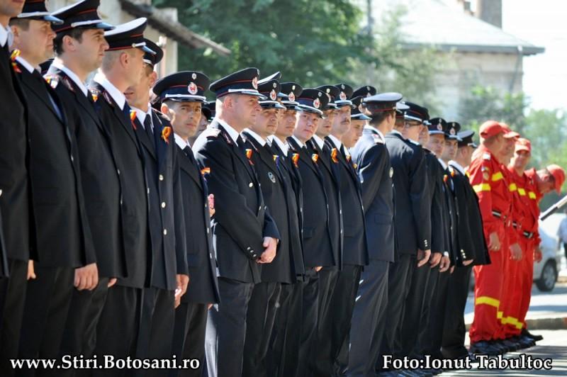 Botoşănenii, invitaţi să le fie alături pompierilor, de ziua lor