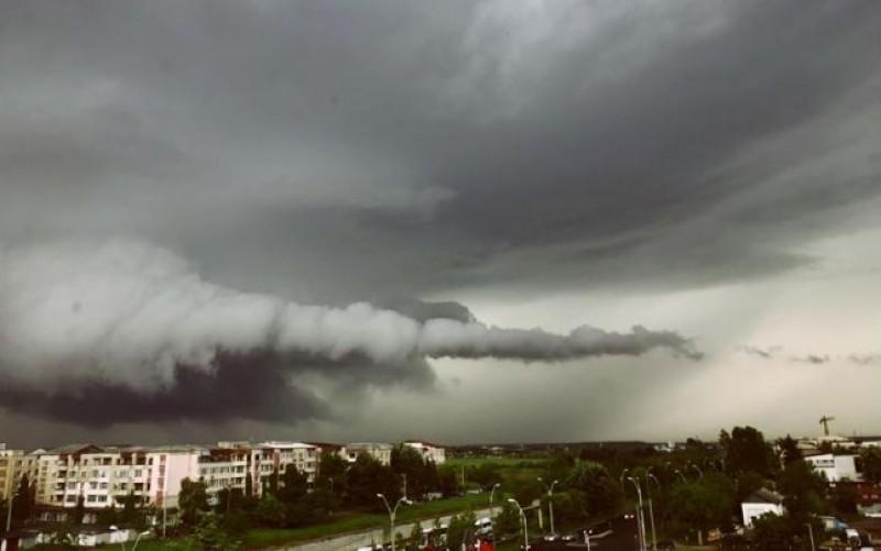 Botoșani: Cod galben de instabilitate atmosferică, începând cu ora 13:00