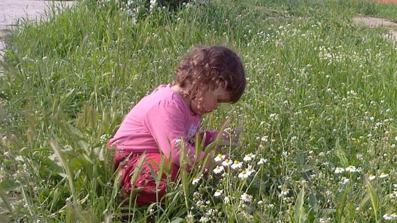 Botoşani: Copilă rătăcită de părinţi, descoperită înainte de a-şi petrece noaptea în frig şi pericol