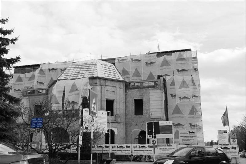 """BOTOŞANI De ziua actorilor, publicul iese în stradă: """"Unde este teatrul NOSTRU?"""""""