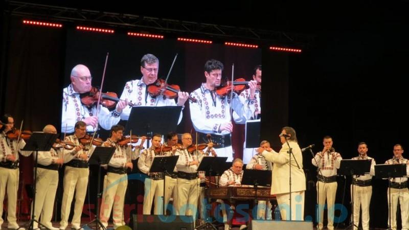 Botoșani în Centenar: Aplauze pentru artiști, muzică și poezie pentru public, într-un concert care a încheiat manifestările Zilei Naționale! FOTO