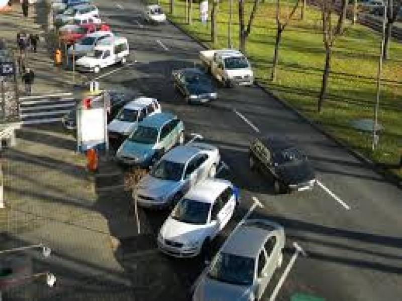 """Botoşani, în coada ţării: 140 de vehicule la mia de locuitori! """"Se constată o îmbătrânire a parcului auto"""""""