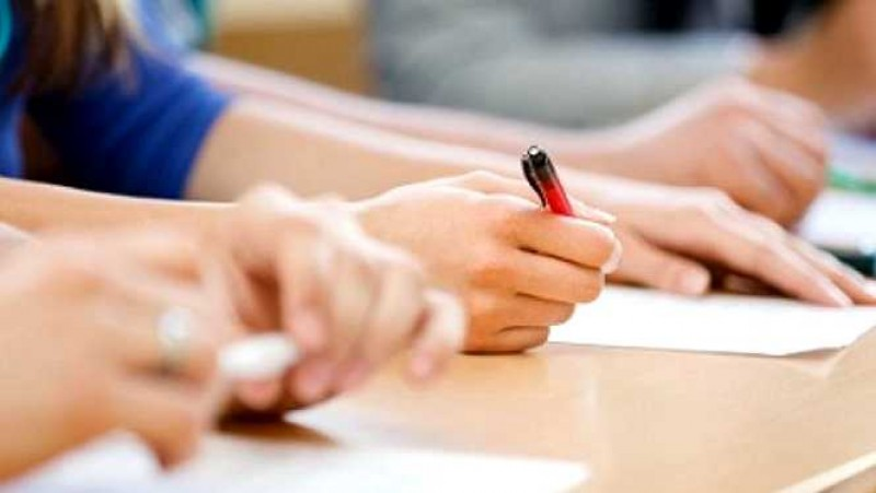 Botoșani: Prezență de aproape 95% la simularea Evaluării Naționale - Matematică. Un elev a fost eliminat din sala de examen