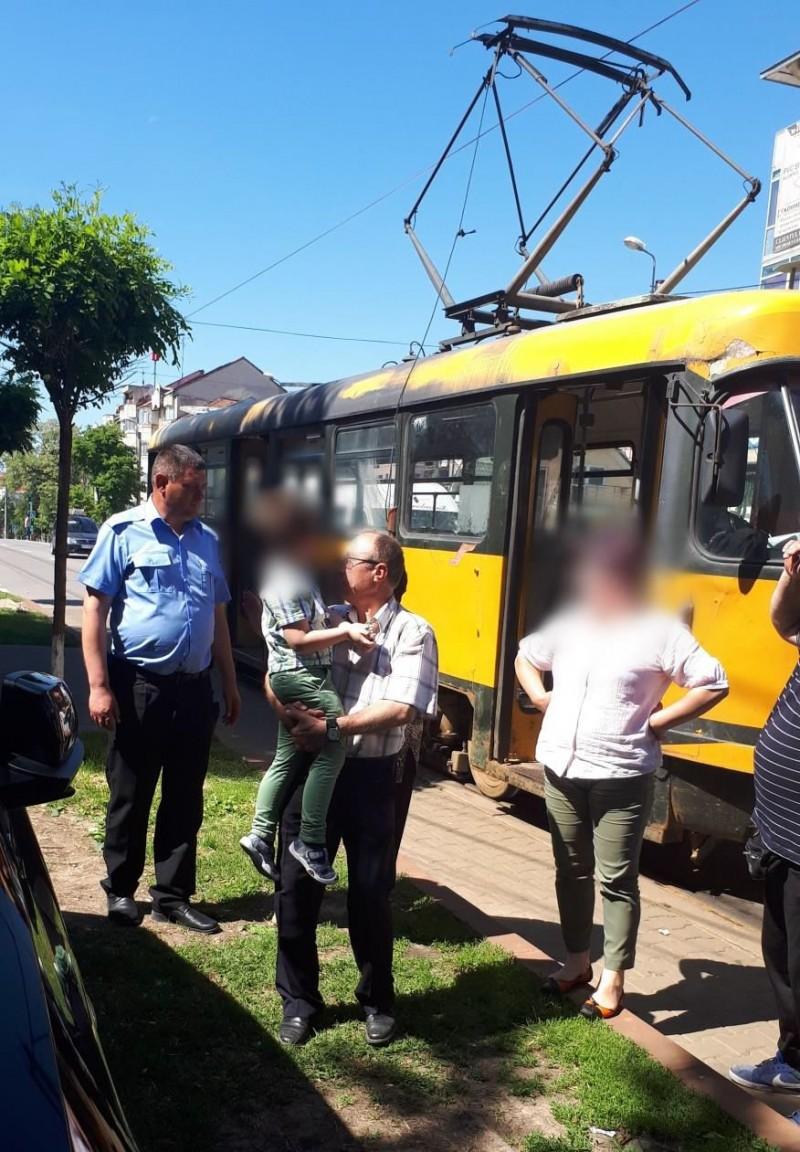 Botoșani: Și-a dus copilul la grădiniță, dar a fost anunțată că micuțul se află într-un tramvai!