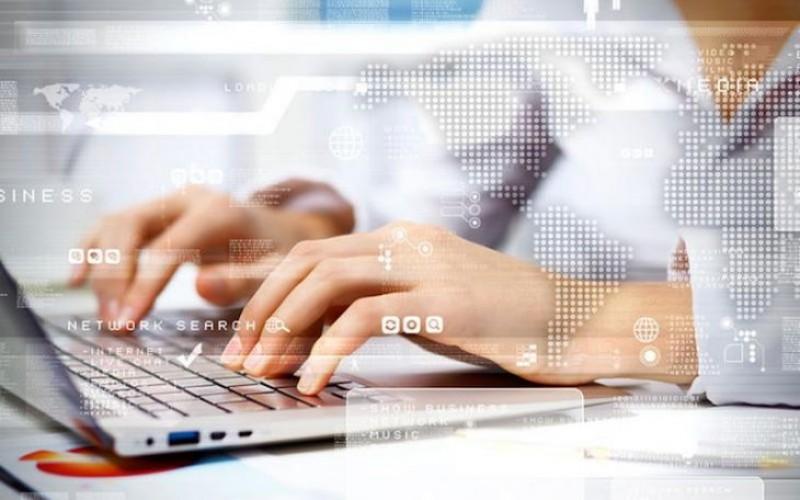 """Botoșani: Tinerii între 14-26 ani, invitați să participe la proiectul """"Punctul pe IT""""!"""