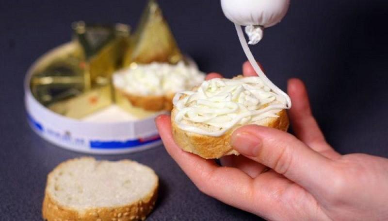 Brânza topită, aliment sau otravă? Ce conține cu adevărat micul dejun preferat de mulți români