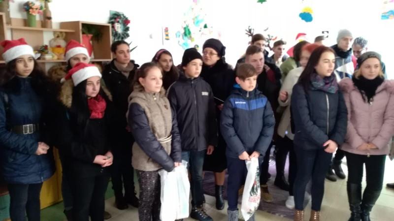 """Bucuria Crăciunului la Centrul """"Sf. Mina"""" Botoşani - FOTO"""