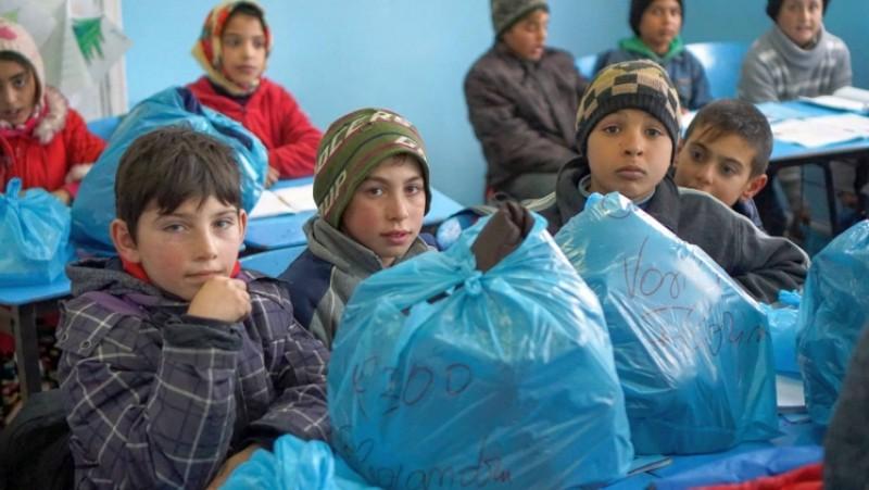 Bucurie de Paști: 1.000 de copii săraci din judeţele Iaşi, Botoşani şi Vaslui primesc daruri din partea Bisericii!