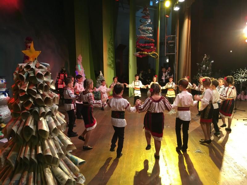 Bucurie în lumina brazilor pe scena Casei de Cultură a Sindicatelor Botoșani