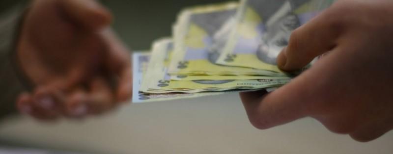 Bugetarii au inceput sa-si primeasca salariile pe ianuarie. Zeci de mii de oameni au scaderi de pana la 40%!