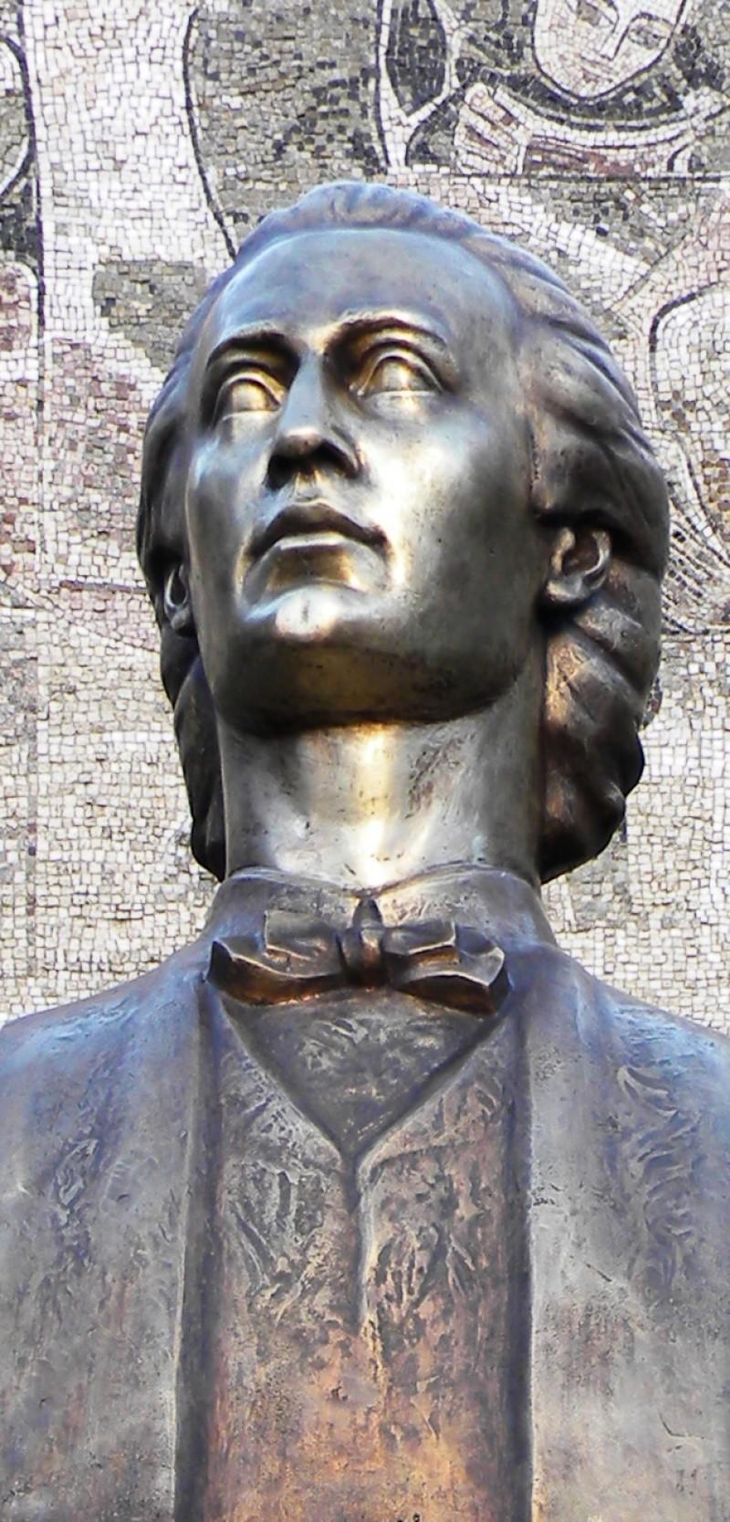 Bust Eminescu la Piatra Neamţ
