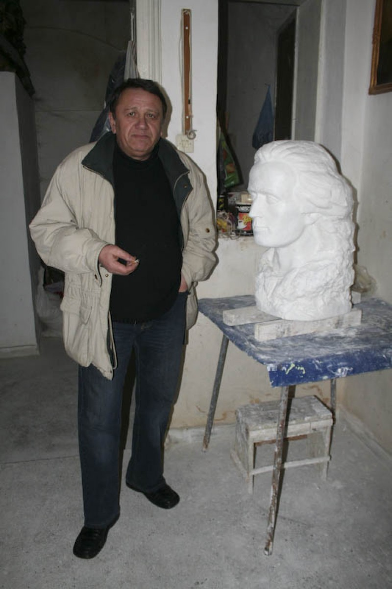 Bustul lui Grigore Vieru realizat de un artist botosanean