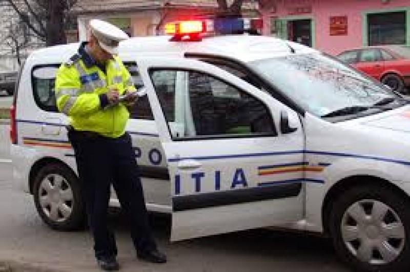 Ca la romani: Primarul si secretarul din comuna au baut impreuna, dupa care s-au ciocnit cu masinile in trafic!