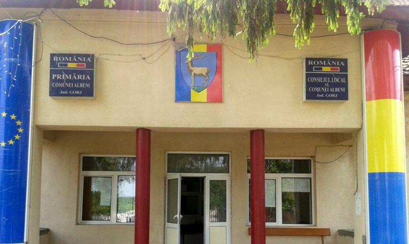 Ca la români: Un bărbat a depus o cere la Primărie prin care îi solicită primarului să-i returneze şpaga pe care a dat-o pentru a fi angajat