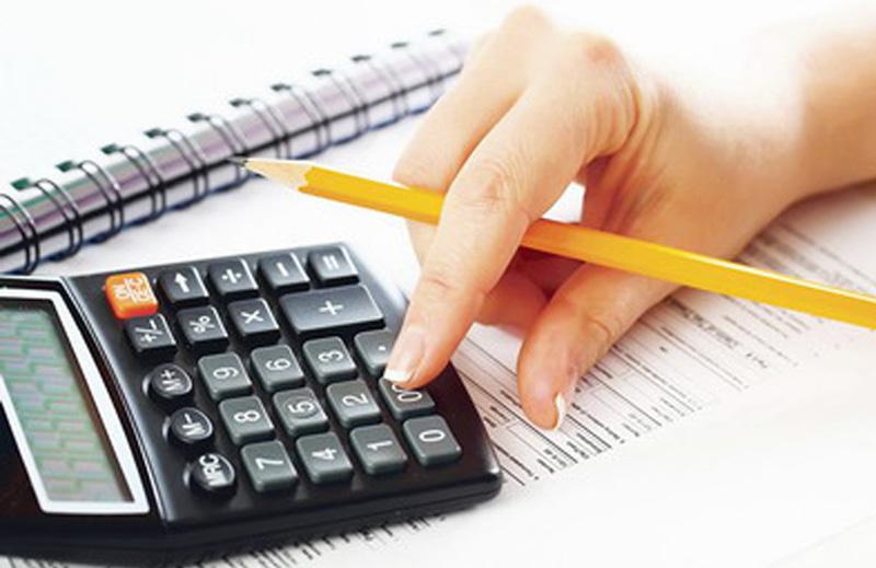 Ca să nu-și zăpăcească de cap contabilii, nouă din zece firme cresc salariul minim începând cu data de 1 ianuarie