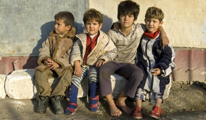 Ca să știți în ce țară trăiți. Eurostat: 4 din 10 copii sunt și vor rămâne săraci! Copiii români, cei mai supuși riscului de sărăcie și excluziune socială, din UE