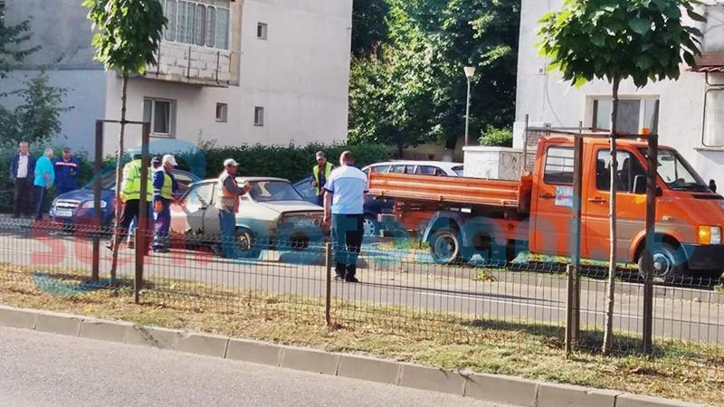 """Locuri de parcare ocupate de """"cadavre"""" pe patru roți - FOTO"""