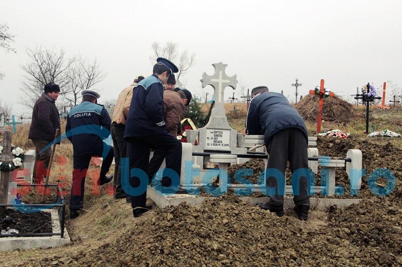 Cadavru exhumat la Cordăreni! FOTO