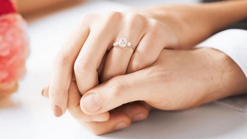 Cadouri de logodnă cerute în instanţă de un bucureștean care își acuză iubita de la Botoșani de trădare!