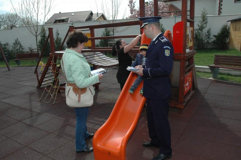 Campanie a polițiștilor botoșăneni privind violența în familie