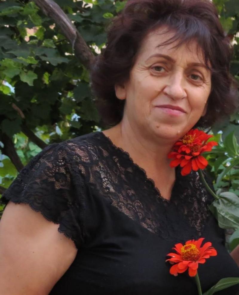 """CAMELIA CAZACU: """"Menirea noastră, a cadrelor didactice, este aceea de a le insufla copiilor dragostea pentru comorile lăsate de străbunii noștri"""""""
