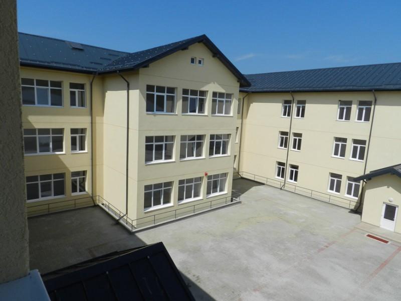 Campus școlar din Botoșani, transformat în spațiu de carantină