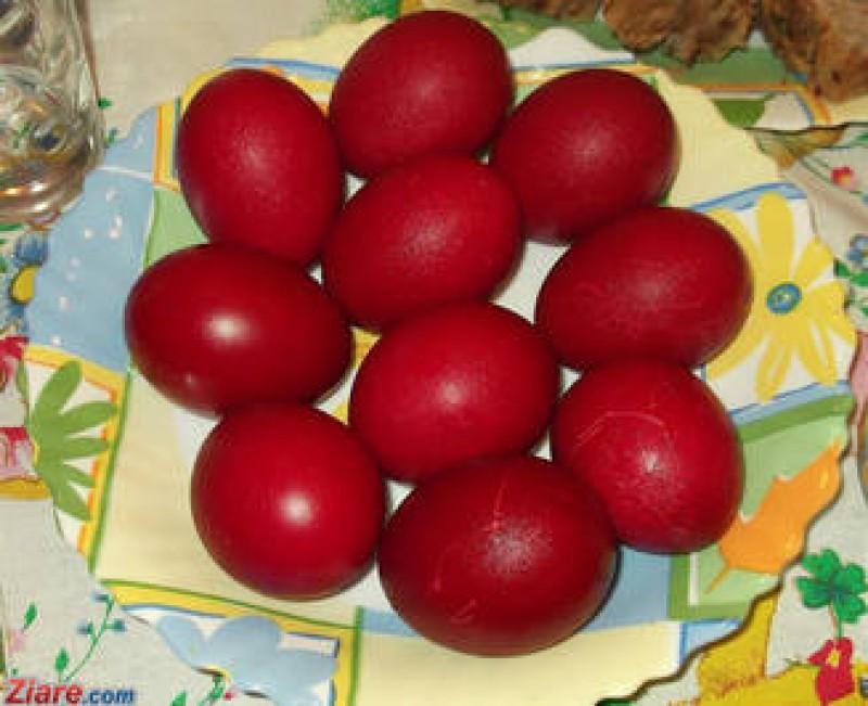 Cand e periculoasa vopseaua de oua si cat timp poti sa tii ouale rosii in frigider