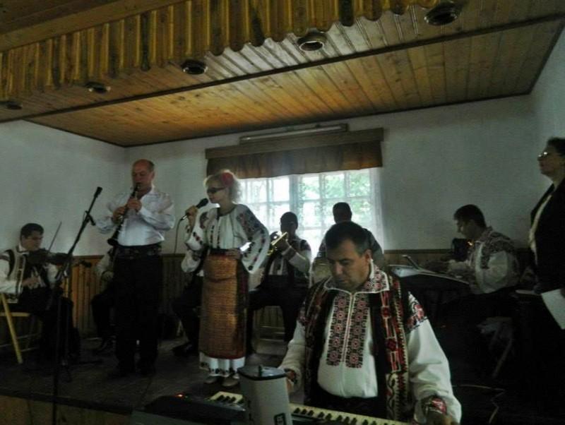 Caravană folclorică în satele judeţului
