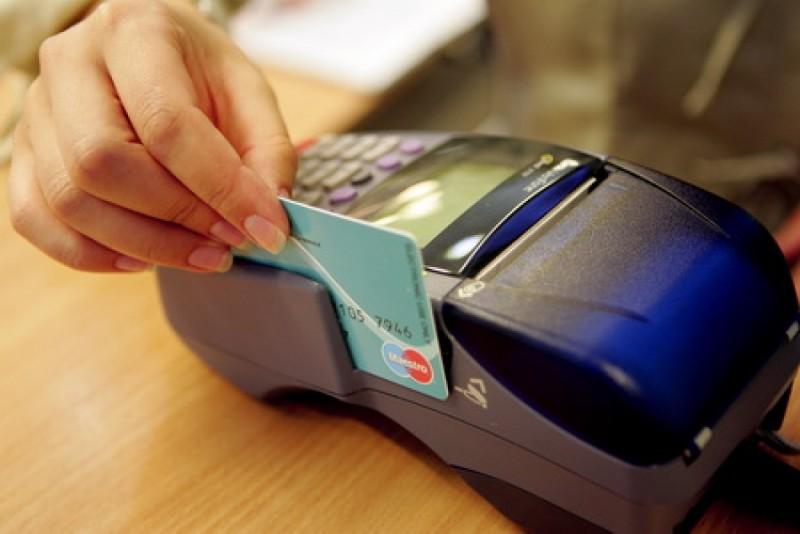 Botoşănean trimis în judecată de DIICOT după ce a folosit cardul firmei pentru a face cumpărături!
