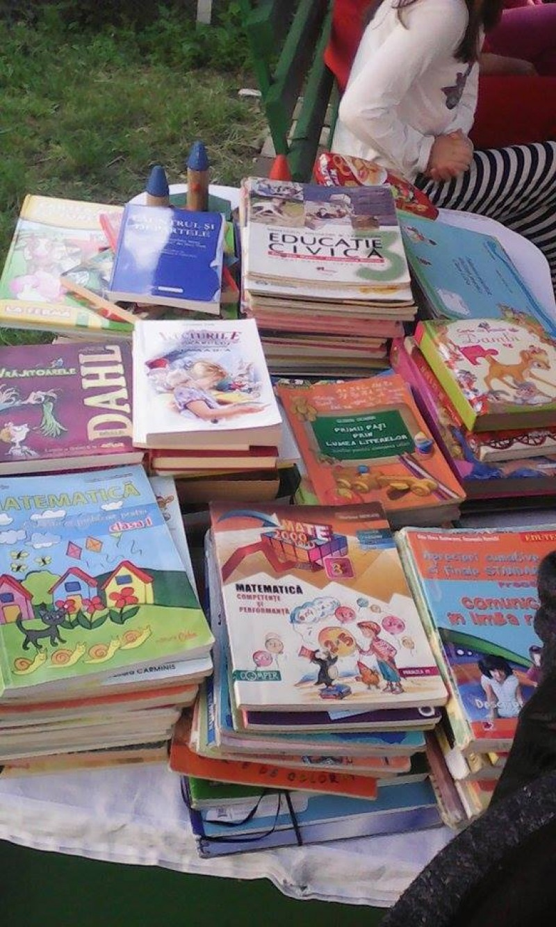 Carte lângă carte- Cărţi pentru copiii aflaţi în dificultate