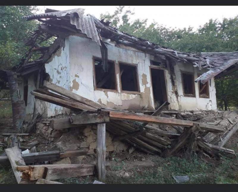 Casa de la Văratec, în care Eminescu și-a petrecut ultimii ani de viață, se află în paragină