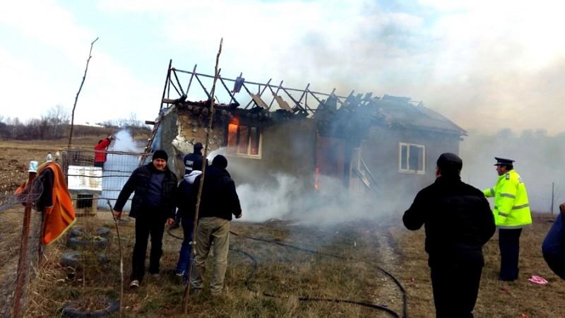 Casă distrusă de un incendiu, la Vorona! FOTO