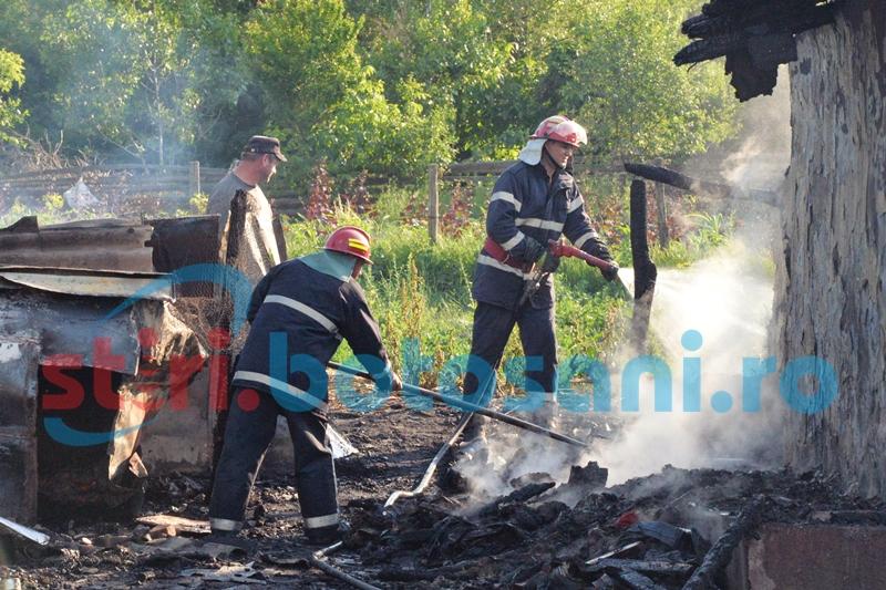Casă distrusă într-un incendiu, la Chişcăreni! Anchetatorii cred că focul a fost pus intenționat!