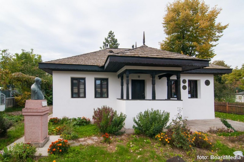 """Casa Memorială """"Nicolae Iorga"""", închisă la 149 de ani de la naşterea istoricului, din lipsa materialelor sanitare"""